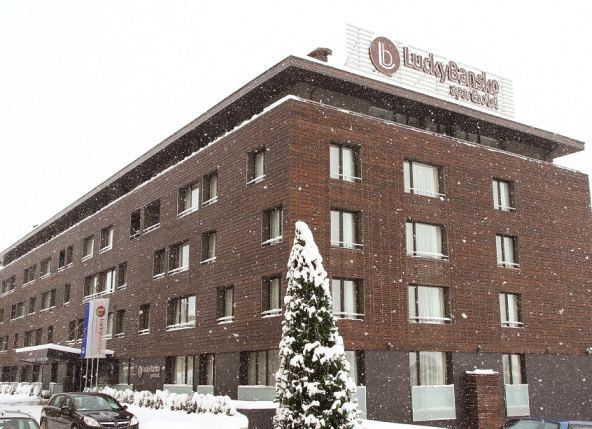 Beautiful hotel facade | Lucky Bansko Aparthotel SPA & Relax