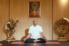 Yoga guru Lotos pose | Lucky Bansko