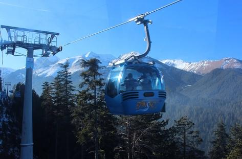 Climbing with a cabin lift | Lucky Bansko