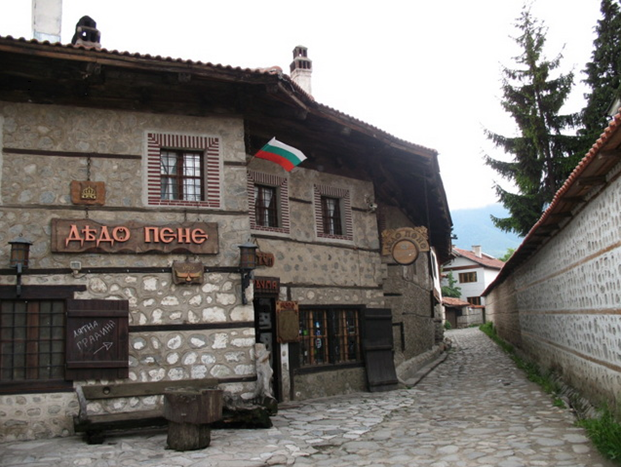 """The house """"DedoPene"""" Bansko"""